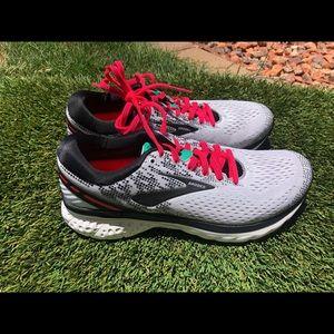 Women's Brooks Ghost 11 Running shoes sz 8